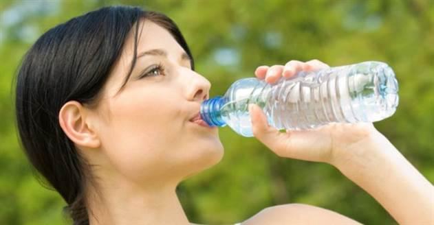 На самом деле - нет, вам не надо выпивать 8 стаканов воды в день
