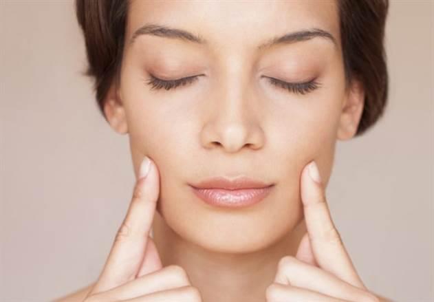 Как остановить старение кожи с помощью простой йоги для лица