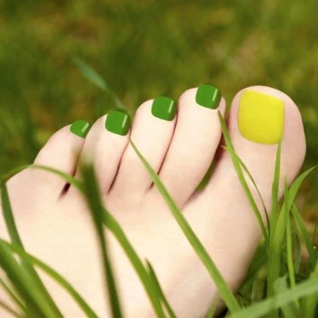 Особое внимание летом - красивые идеи педикюра для открытой обуви