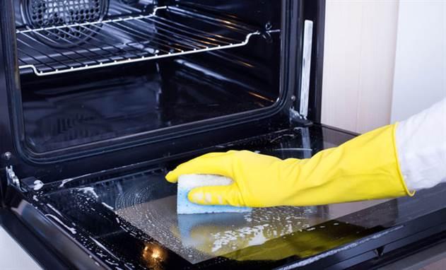 Очищаем грязную духовку от нагара без дорогой химии